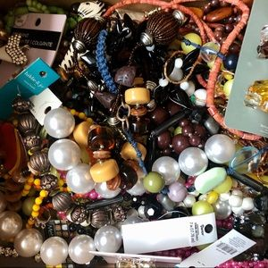 2.5 lb. Lot Jewelry, Charms, Pendants, Beads